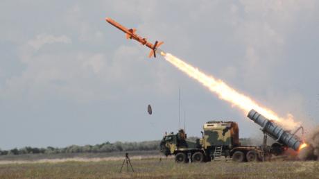 """Удар по кораблю ракетой """"Нептун"""": под Одессой успешно испытали Р-360 с боевой частью"""