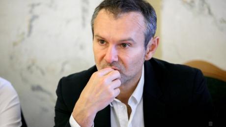 Появился новый рейтинг партий на выборах в Раду: Вакарчуку сообщили плохую новость