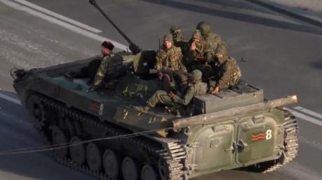 В Луганск прибыли 25 единиц техники и 250 человек личного состава боевиков, - «ИС»