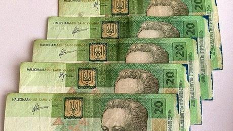 Российские СМИ: украденные деньги из банков 'ДНР' и 'ЛНР' заполонили банковский черный рынок Москвы