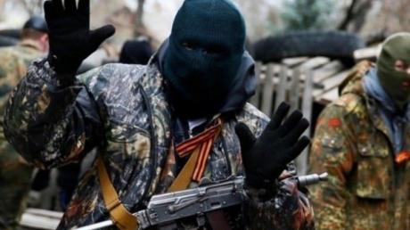 Все смотрели, и никто не заступился: в центре оккупированного Донецка группа подростков избила боевиков Захарченко – первые подробности