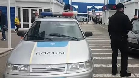 """""""С пистолетами выходят. Кого-то ранили в глаз"""", - очевидцы о перестрелке на """"Седьмом километре"""" в Одессе"""