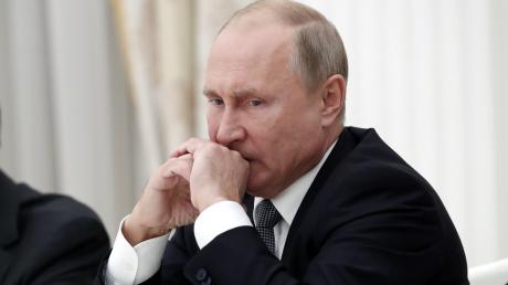 """Путин планирует заработать миллиарды на вакцине от COVID-19 – ученый раскрыл """"особенность"""" препарата"""