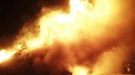 """""""Горело сильно, все небо оранжевое"""", - жители Донецка сообщили о мощном пожаре и взрыве – первые подробности"""
