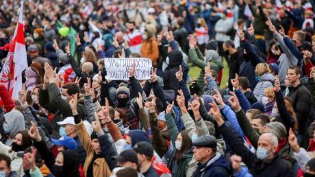 """В Минске более 100 тысяч белорусов вышли с """"народным ультиматумом"""": к Лукашенко три требования"""