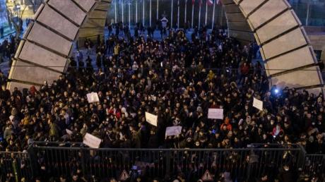Митинги из-за сбитого самолета МАУ Boeing-737: полиция открыла огонь по протестующим