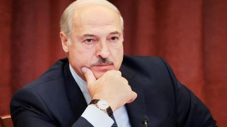 Лукашенко обвинил Украину в провокациях и попросил оружие у Путина