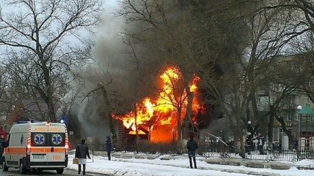 СМИ: в кафе Лисичанска прогремел взрыв, есть раненые