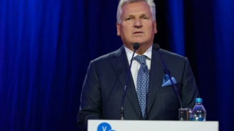 Экс-президент Польши сделал грозное предупреждение Зеленскому: За Порошенко встанет весь мир