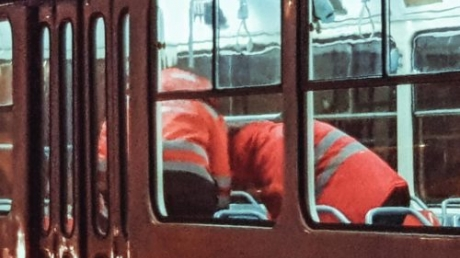 В Киеве от передозировки наркотиками 50-летний мужчина впал в кому прямо в трамвае - кадры