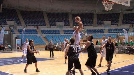 На 40 мячей больше: сборная Украины по баскетболу разгромила Россию и вышла в финал ЧЕ