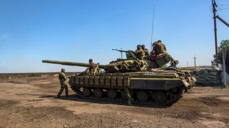 Под Новоазовском боевики сосредоточили 20 танков и 16 РСЗО, - «ИС»