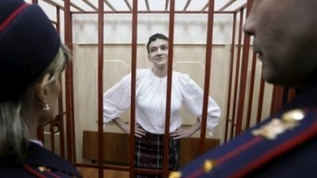 Сторонники Савченко во главе с пресс-секретарем Порошенко защищали в суде развернутый флаг Украины
