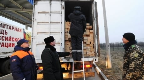 МЧС: В Донецке завершилась разгрузка гуманитарного конвоя РФ