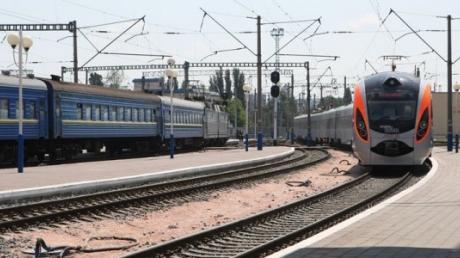 Cрочная эвакуация пассажиров поезда Киев - Днепропетровск: заложенная бомба может рвануть в любой момент