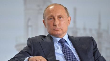 """""""У меня нет месячных... Я не боюсь оказаться в душе с геем. Ишь... как разговорился"""", – соцсети высмеяли заявление Путина о женщинах, """"плохих днях"""" и работе"""