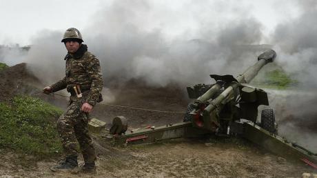 Конфликт в Нагорном Карабахе: Армения сообщает о 4 подбитых танках Азербайджана