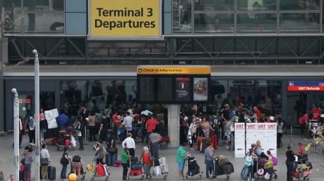 Беспилотник врезался в самолет при посадке в Лондоне: авиакомпания British Airways прокомментировала инцидент