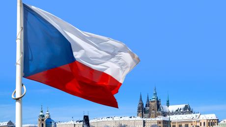 Чехия высылает двух послов из России - премьер Бабиш назвал ключевую причину