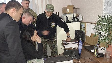 Янтарные войны окончены: силовики остановили деятельность копателей-нелегалов под Ровно