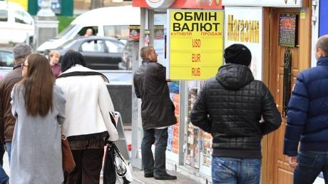 """""""Укрдилинг"""": доллар на межбанке снова возрос до 32,40 гривен"""