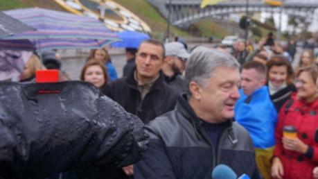 Таксист отказался везти Порошенко и его жену с вече на Майдане: появилось видео