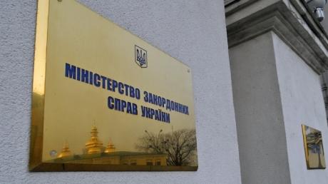 МИД Украины предупреждает граждан: поездки в РФ могут обернуться пытками и подброшенными наркотиками