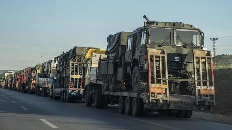 Анкара отправила подкрепление своим ВС: к сирийской границе переброшено 13 трейлеров военной техники