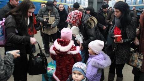 ДонОГА: в Донецкой области зарегистрировано 327 тысяч переселенцев