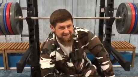 """""""Пусть не беспокоятся, я еще не получил приказ вступить на землю США"""", - Кадыров разыграл целый спектакль в ответ на санкции - кадры"""