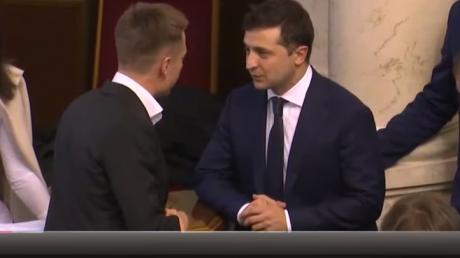 Зеленский отказался пожать руку Гончаренко и провел с ним жесткий разговор, видео