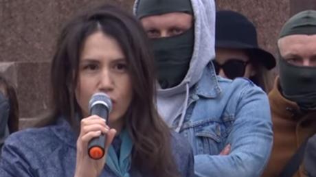 Зеленскому на Майдане выставили ультиматум и дали сутки: Черновол и люди в масках принесли покрышки