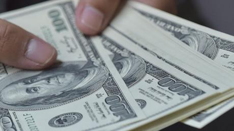 Курс доллара и евро в Украине изменился на фоне заявлений об отставке Гончарука
