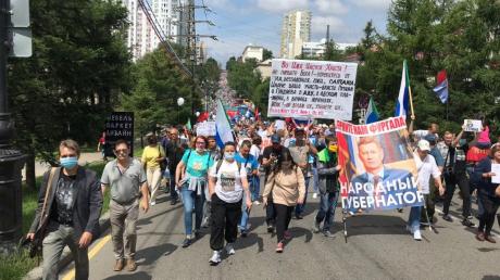 """В Хабаровске протестуют 29-й день: видео, как многотысячная толпа скандирует """"Путина долой!"""""""