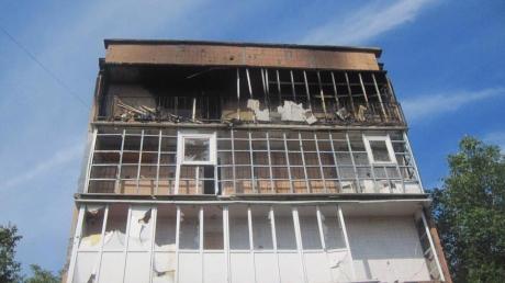 Ситуация в зоне АТО становится критичной: кремлевские террористы с помощью танков обстреляли жилые кварталы Красногоровки, проводится срочная эвакуация местных жителей - кадры