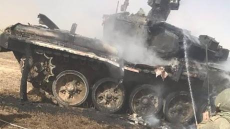 Военные РФ на учениях расстреляли из ПТУР собственный танк: в Сети показали фото подбитого Т-90