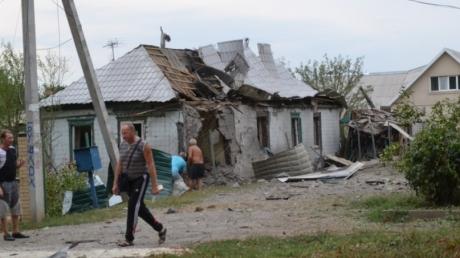 В Харцызске начался обстрел