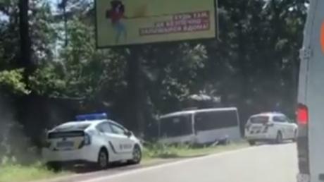 В Киеве рейсовый автобус с пассажирами попал в ДТП: есть погибшие и пострадавшие