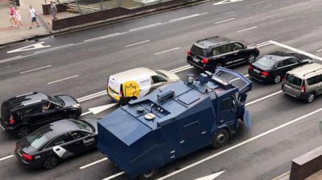 СМИ: Центр Минска перекрывают силовики Беларуси