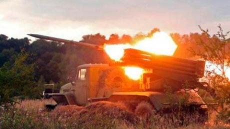 Мирным жителям Станицы Луганской и Счастья боевики угрожают обстрелами - Москаль
