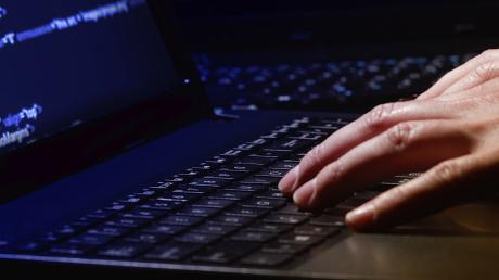В Кремле паника: хакеры похитили критическую информацию о действиях Минобороны РФ на Донбассе, пожар - операция прикрытия, - СМИ
