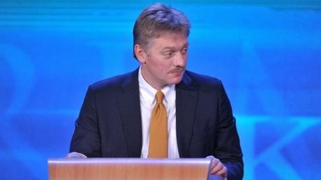"""Песков снова """"переводит стрелки"""": пресс-секретарь Путина обвинил американских хакеров в кибератаках на сервера России"""