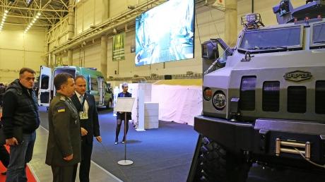 """""""Мы выходим на новый уровень! Это серьезные образцы"""", - министр обороны Полторак на выставке вооружения Украины"""