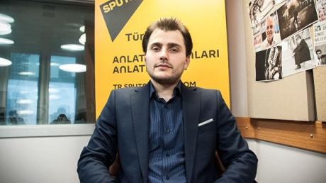 """Турецкие правоохранители депортировали главного редактора российского канала """"Sputnik-Турция"""""""