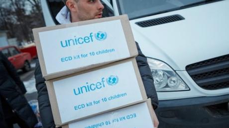 ЮНИСЕФ передал Украине гуманитарную помощь для оказания медицинской помощи