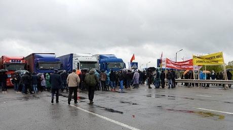 Беспорядки на границе в Волынской области: сотни людей штурмовали здание таможни
