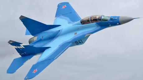 """В Индии разбился еще один истребитель """"МиГ-29К"""" производства России: подробности и первые кадры"""