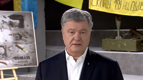 Порошенко: с отводом войск на позиции трехлетней давности Украина отдает в руки врага около трех десятков населенных пунктов – видео