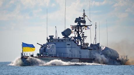 """ВМС Украины """"пересекли границу"""" России: у Москвы паника, россияне требуют срочно потопить украинские корабли"""