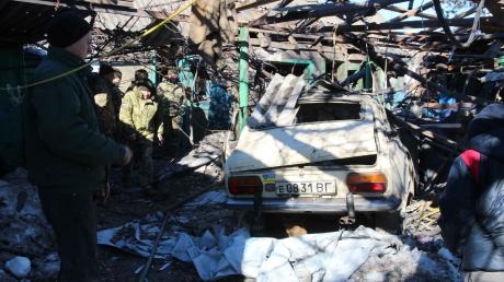 В зоне ООС боевики накрыли огнем мирные поселки, пока люди спали: мины взрывались прямо в жилых домах – кадры